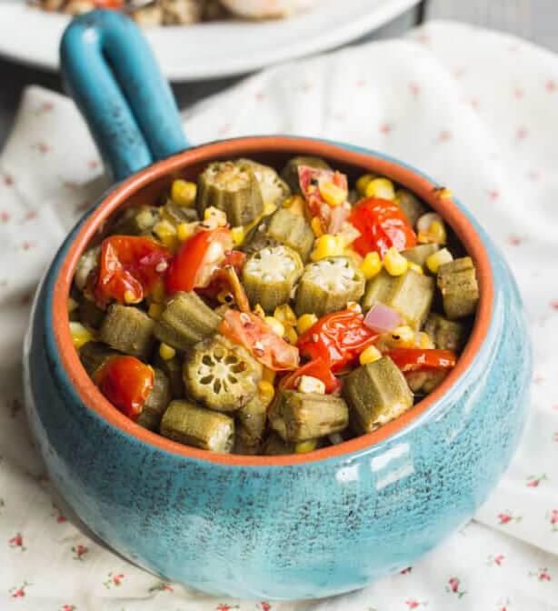 البامية المحمصة مع أفضل وصفتي لها بالذرة و صلصة الطماطم